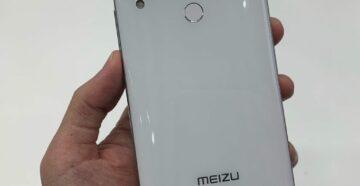 Meizu Note 9 упал в воду